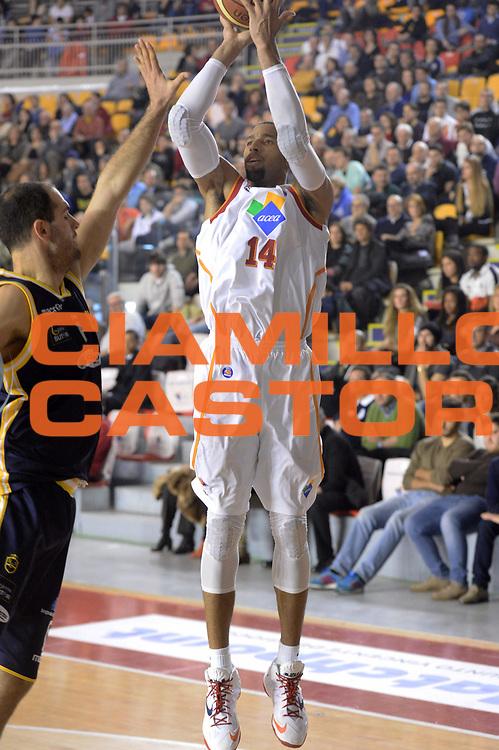 DESCRIZIONE : Campionato 2013/14 Acea Virtus Roma - Sutor Montegranaro<br /> GIOCATORE : Quinton Hosley<br /> CATEGORIA : Tiro Tre Punti<br /> SQUADRA : Acea Virtus Roma<br /> EVENTO : LegaBasket Serie A Beko 2013/2014<br /> GARA : Acea Virtus Roma - Sutor Montegranaro<br /> DATA : 18/01/2014<br /> SPORT : Pallacanestro <br /> AUTORE : Agenzia Ciamillo-Castoria / GiulioCiamillo<br /> Galleria : LegaBasket Serie A Beko 2013/2014<br /> Fotonotizia : Campionato 2013/14 Acea Virtus Roma - Sutor Montegranaro<br /> Predefinita :
