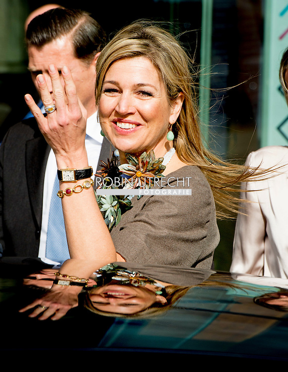 "30-3-2016 AMSTERDAM - Queen Maxima is Wednesday, March 30th, 2016 attended the symposium ""Music Education we do together 'at the Amsterdam Conservatory. During the symposium, the central question is how the class teacher and the teacher of music can combine to good music education in primary school. COPYRIGHT ROBIN UTRECHT<br /> 30-3-2016 AMSTERDAM - Koningin Maxima is woensdag 30 maart 2016 aanwezig bij het symposium 'Muziekeducatie doen we samen' in het Conservatorium van Amsterdam. Tijdens het symposium staat de vraag centraal hoe de groepsleerkracht en de vakdocent muziek samen kunnen zorgen voor goed muziekonderwijs op de basisschool. COPYRIGHT ROBIN UTRECHT"