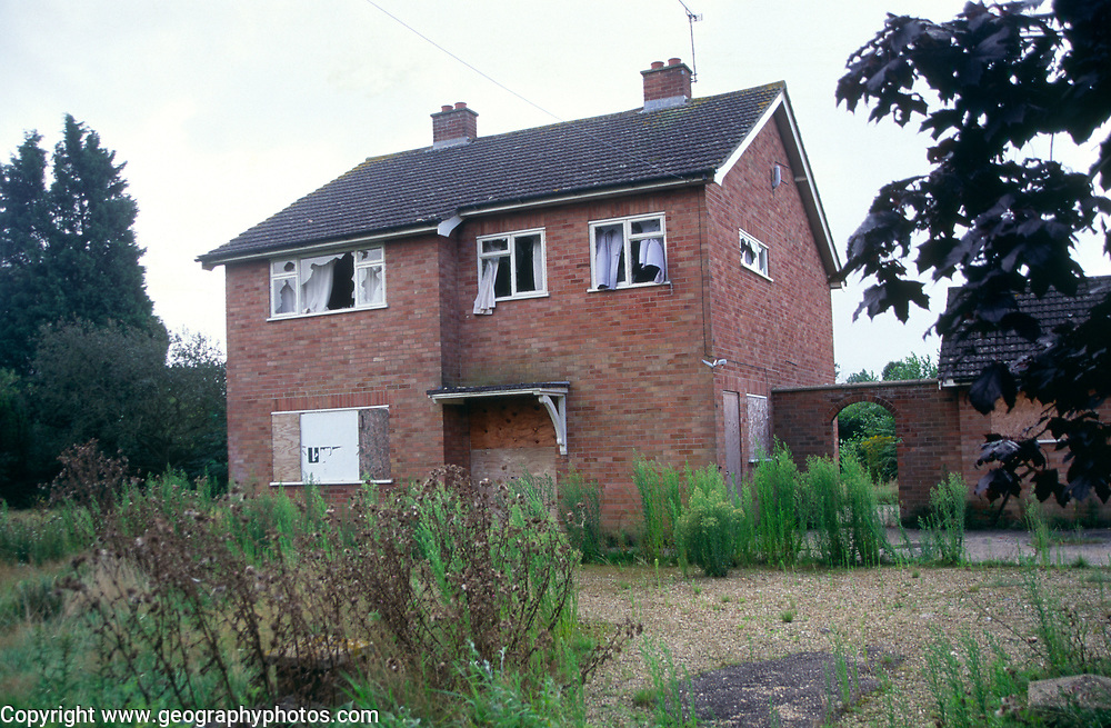 A08BJ7 Derelict and abandoned detached house