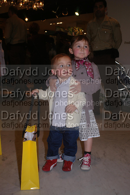 Oscar and Lola. Launch of 'Lucy  Sykes Baby, New York' Selfridges. 14 April 2005. ONE TIME USE ONLY - DO NOT ARCHIVE  © Copyright Photograph by Dafydd Jones 66 Stockwell Park Rd. London SW9 0DA Tel 020 7733 0108 www.dafjones.com