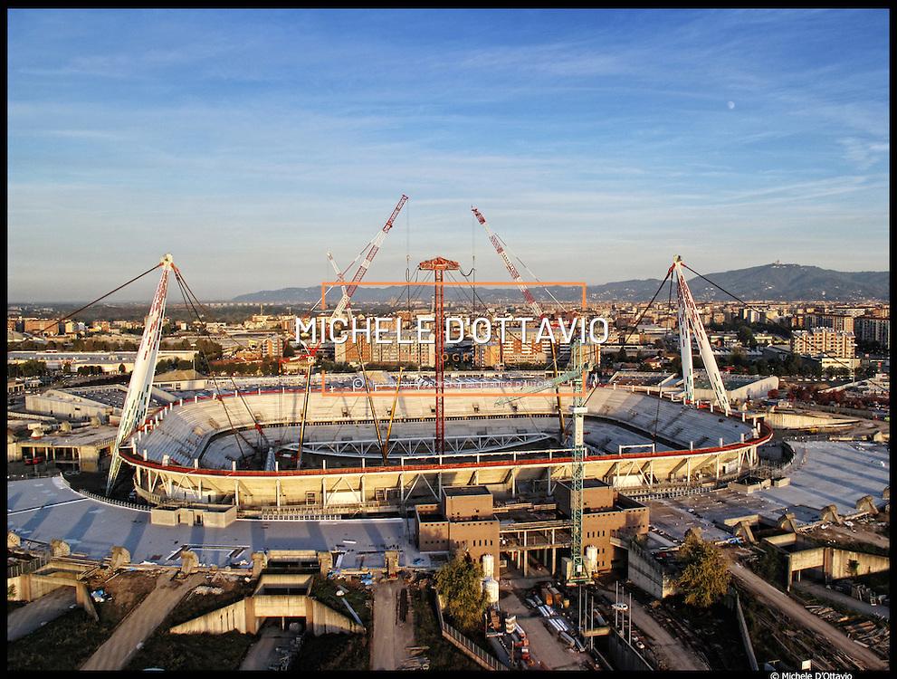 Torino, il cantiere del nuovo stadio della Juventus da 41 mila spettatori che sta sorgendo sulle macerie del Delle Alpi, fotografato il 19 ottobre 2010