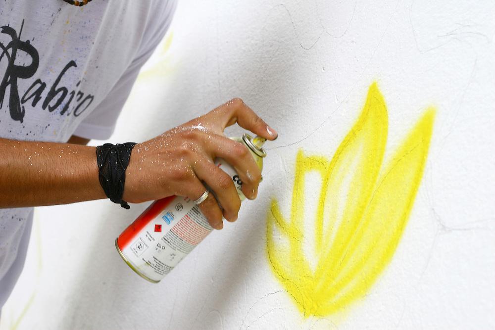Belo Horizonte_MG, Brasil...Cultura Hip Hop - Graffiti. Grafite na Escola Municipal Anne Frank, como parte de uma oficina do projeto Escola Aberta...The Hip Hop culture - Graffiti. The graffiti in the Municipal School Anne Frank, Its the part of a workshop in the Escola Aberta project...Foto: LEO DRUMOND / NITRO