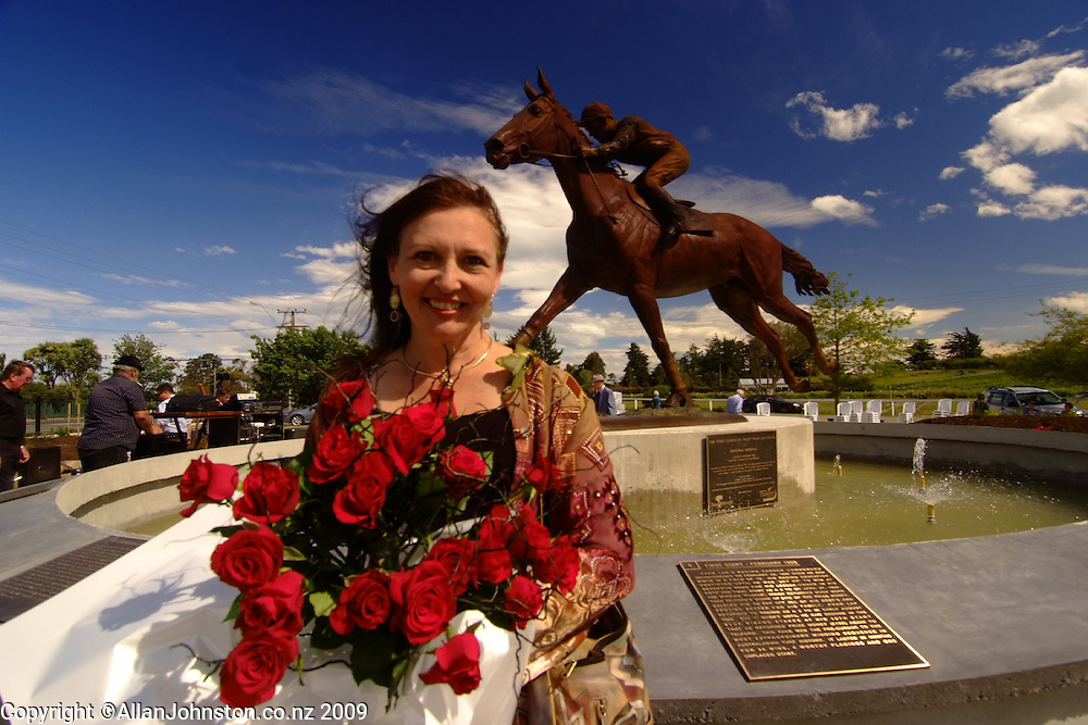 Joanne Sullivan Equine Sculpture Phar Lap