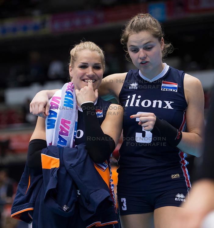 15-05-2016 JAP: OKT Nederland - Zuid Korea, Tokio<br /> Er is nog niets verloren, maar de volleybalsters van Oranje hebben tijdens het OKT een gevoelige 3-0 nederlaag geleden tegen Zuid-Korea / Kirsten Knip #1, Yvon Belien #3