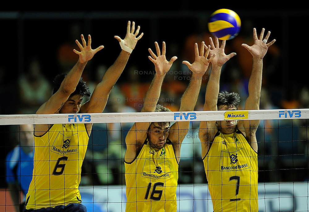 26-06-2010 VOLLEYBAL: WLV NEDERLAND - BRAZILIE: ROTTERDAM<br /> Nederland verliest met 3-1 van Brazilie / Vissotto, Lucas en Giba<br /> &copy;2010-WWW.FOTOHOOGENDOORN.NL