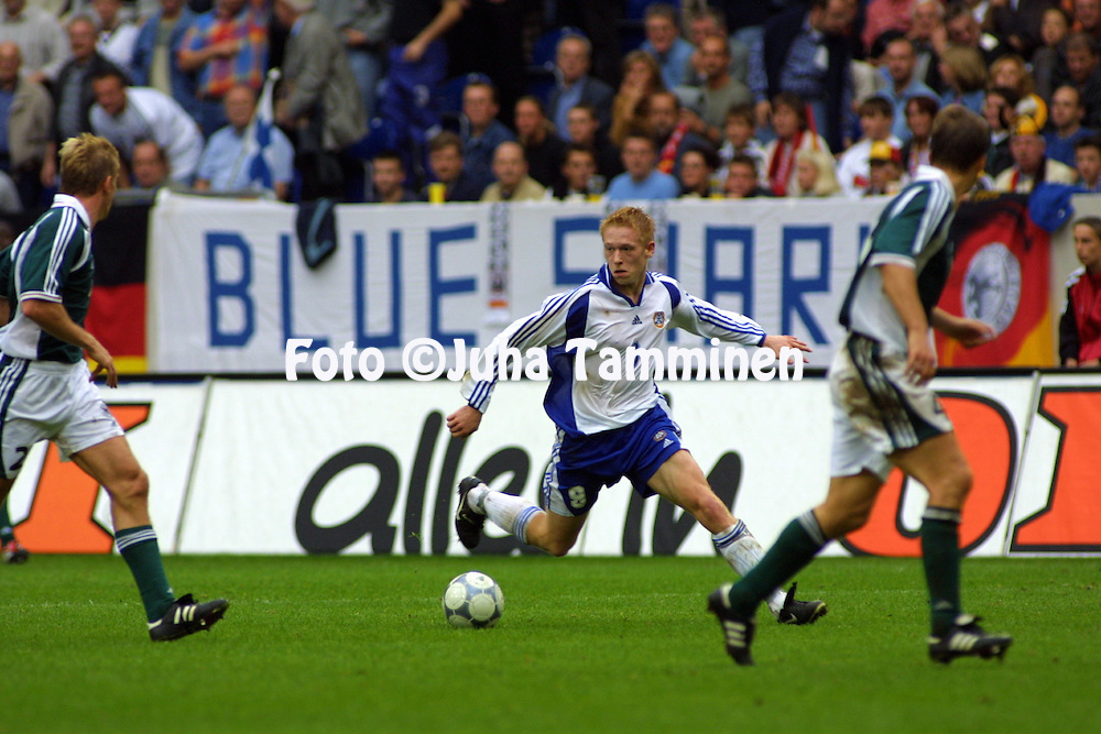 06.10.2001, Arena AufSchalke, Gelsenkirchen, Germany. FIFA World Cup Qualifying Match, Germany v Finland. Mikael Forssell (FIN)..©JUHA TAMMINEN