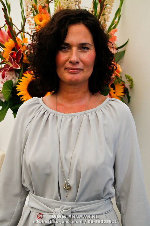 NLD/Amsterdam/20100716 - Inloop modeshow Monique de Collignon bij de AIF