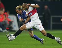 Fotball<br /> Bundesliga Tyskland<br /> Foto: Witters/Digitalsport<br /> NORWAY ONLY<br /> <br /> 20.04.2006<br /> v.l. Christian Poulsen, Frederic Kanoute Sevilla<br /> UEFA-Cup Halbfinale FC Schalke 04 - Sevilla FC