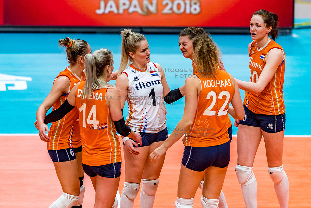 19-10-2018 JPN: Semi Final World Championship Volleyball Women day 18, Yokohama<br /> Serbia - Netherlands / Kirsten Knip #1 of Netherlands, Anne Buijs #11 of Netherlands, Nicole Koolhaas #22 of Netherlands, Lonneke Sloetjes #10 of Netherlands