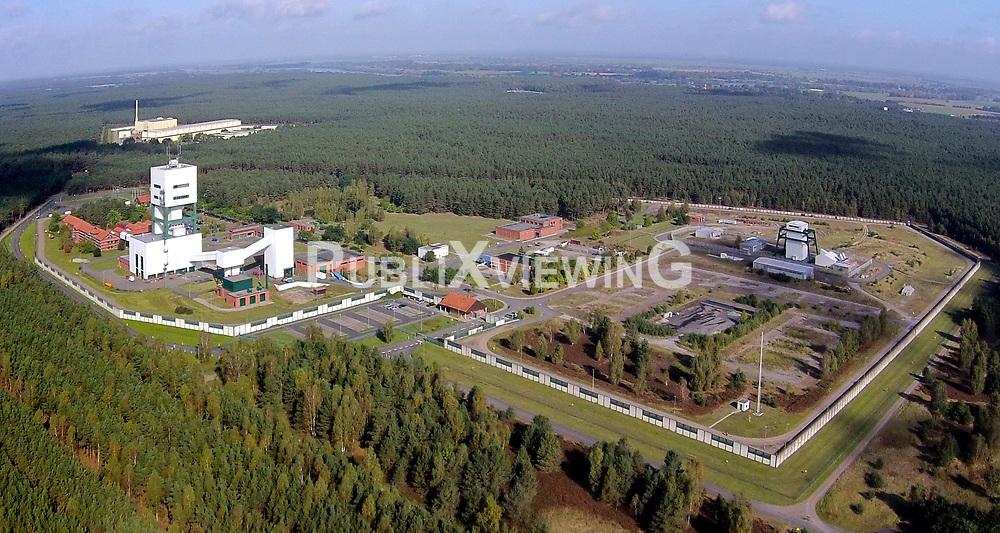 Luftaufnahme des Gel&auml;ndes des Bergwerks zur Erkundung eines Endlagers f&uuml;r hochradioaktiven Atomm&uuml;ll in Gorleben<br /> <br /> Ort: Gorleben<br /> Copyright: unbekannt<br /> Quelle: PubliXviewinG