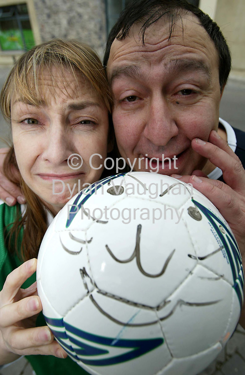30/5/2002.Pictured yesterday on the opening day of this weekends  Murphy's Cat Laughs Comedy festival in Kilkenny was comedian's Pauline McLynn and Dom Irrera..Picture Dylan Vaughan.