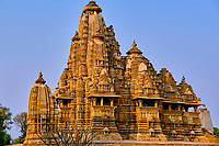 Inde, état du Madhya Pradesh, Khajuraho, site classé au Patrimoine Mondial de l'UNESCO, temple Vishvanath, édifié au début du XIe siècle et dédié au dieu Shiva // India, Madhya Pradesh state, Khajuraho, Unesco World Heritage, the Khajuraho Group of Monuments is a group of Hindu temples and Jain temples, Vishvanath temple, built at the beginning of the 11th century and dedicated to the god Shiva