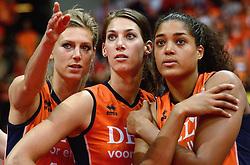 04-10-2015 NED: Volleyball European Championship Final Nederland - Rusland, Rotterdam<br /> Nederland verliest kansloos de finale met 3-0 van Rusland en moet genoegen nemen met zilver / Manon Nummerdor-Flier #12, Robin de Kruijf #5, Celeste Plak #4