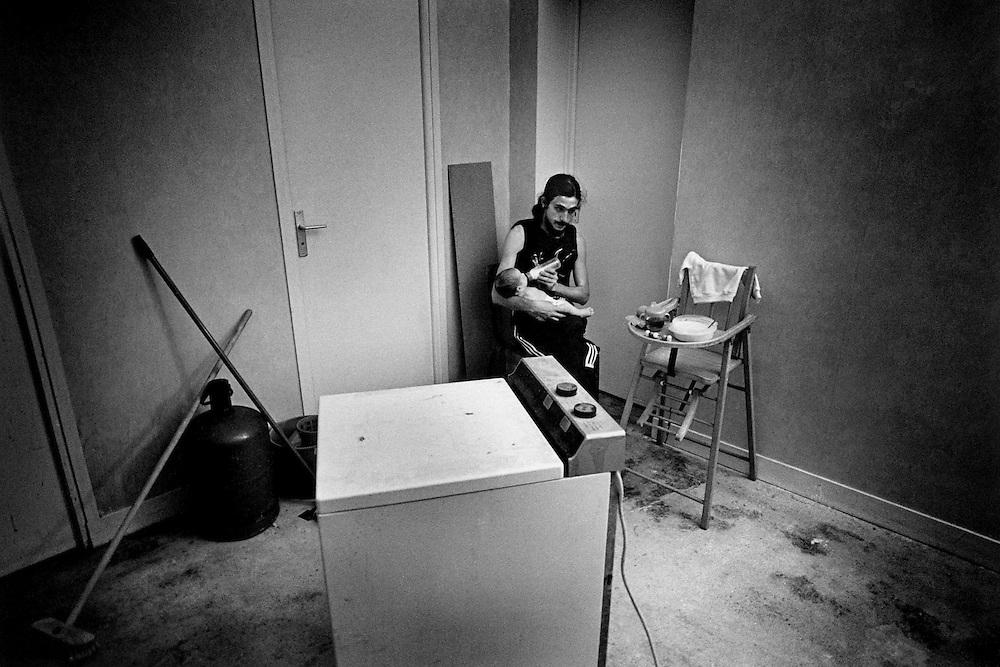 Paris, octobre 1996. L'appartement. Loup et sa fille.