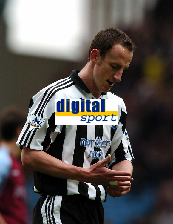 Fotball<br /> Premier League 2003/04<br /> Aston Villa v Newcastle<br /> Birmingham<br /> 18. april 2004<br /> Foto: Digitalsport<br /> Norway Only<br /> <br /> ANDREW O'BRIEN NEWCASTLE UNITED IS SHOWN THE RED CARD BY REFEREE B KNIGHT FOR THE FOUL ON DARIUS VASSELL ASTON VILLA