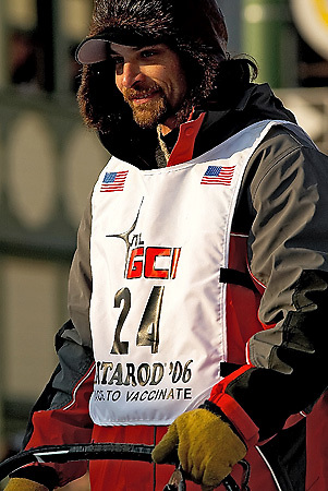 04 March 2006: Anchorage, Alaska - Lance Mackey starts down 4th Avenue in hopes of adding a Iditarod championship to his Yukon Quest title won early in February, which would be a first for any musher.
