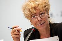 """19 JUN 2004, BERLIN/GERMANY:<br /> Gesine Schwan, Praesidentin Europa Universitaet Viadrina, Frankf./Oder, Fachtagung von Friedrich-Ebert-Stiftung und Netzwerk Berlin """"Menschen staerken - Wege oeffnen"""", Friedrich-Ebert-Stiftung<br /> IMAGE: 20040619-01-041<br /> KEYWORDS: Netzwerker, Tagung"""