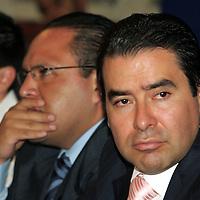 Toluca, Mex.- Roberto Valdez Garcia, Director de Seguridad Publica de Toluca, durante la reunion que mantuvieron comerciantes, funcionarios de gobernacion y seguridad publica del ayuntamiento, para entregarles un convenio de mutuo respeto y reconocimiento a sus agrupaciones. Agencia MVT / Javier Rodriguez. (DIGITAL)<br /> <br /> <br /> <br /> <br /> <br /> <br /> <br /> NO ARCHIVAR - NO ARCHIVE