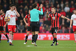 Jack Wilshere of Bournemouth confronts Referee Mark clattenburg  - Mandatory by-line: Alex James/JMP - 18/12/2016 - FOOTBALL - Vitality Stadium - Bournemouth, England - Bournemouth v Southampton - Premier League
