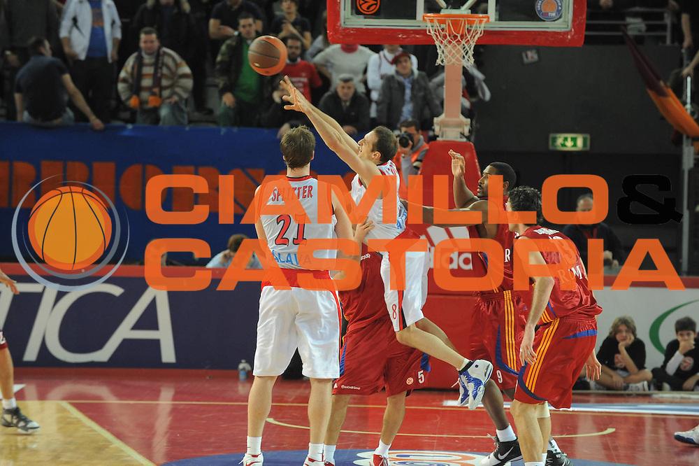 DESCRIZIONE : Roma Eurolega 2008-09 Lottomatica Virtus Roma Tau Vitoria<br /> GIOCATORE : Igor Rakocevic<br /> SQUADRA : Tau Vitoria<br /> EVENTO : Eurolega 2008-2009<br /> GARA : Lottomatica Virtus Roma Tau Vitoria<br /> DATA : 08/01/2009<br /> CATEGORIA : Equilibrio<br /> SPORT : Pallacanestro <br /> AUTORE : Agenzia Ciamillo-Castoria/G.Ciamillo