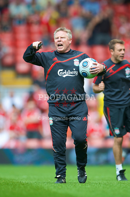 LIVERPOOL, ENGLAND - Saturday, August 8, 2009: Liverpool's assistant manager Sammy Lee before the pre-season friendly match against Club Atletico de Madrid at Anfield. (Pic by: David Rawcliffe/Propaganda)