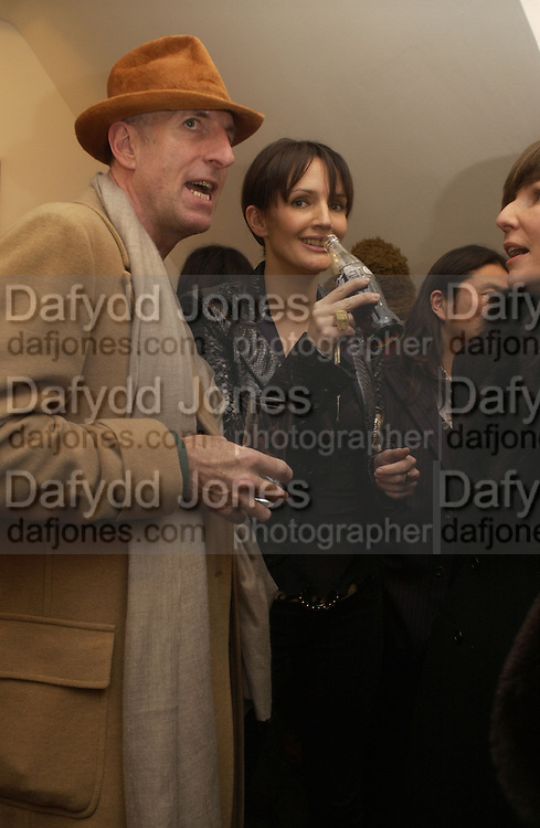 Richard Strange and Saffron Aldridge. Hope and Glory Photographs by Dennis Morris. Max Wigram Gallery. 99 New Bond St. 13 December 2005. ONE TIME USE ONLY - DO NOT ARCHIVE  © Copyright Photograph by Dafydd Jones 66 Stockwell Park Rd. London SW9 0DA Tel 020 7733 0108 www.dafjones.com