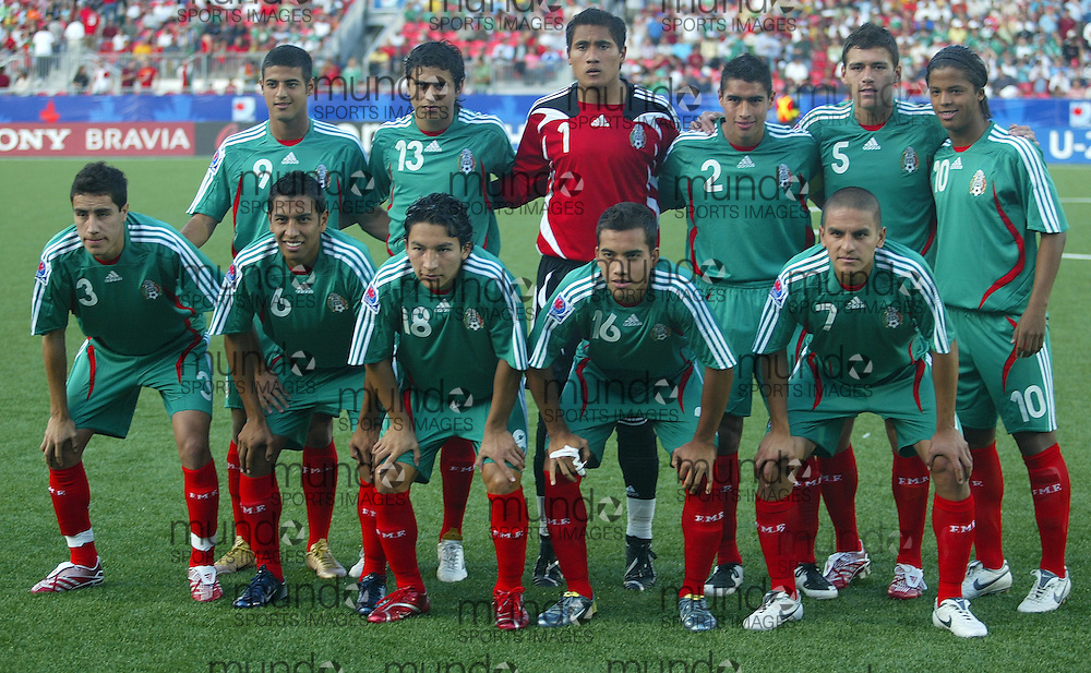 The Mexican team is pictured prior to their match against Portugal at the FIFA U-20 World Cup on 05 July 2007 in Toronto, Ontario, Canada.  .AFP PHOTO/GEOFF ROBINS