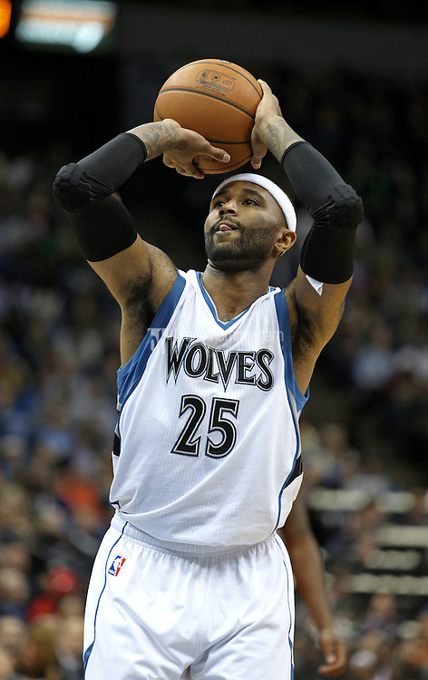 Nov 1, 2014; Minneapolis, MN, USA; Minnesota Timberwolves guard Mo Williams (25) against the Chicago Bulls at Target Center. The Bulls defeated the Timberwolves 106-105. Mandatory Credit: Brace Hemmelgarn-USA TODAY Sports