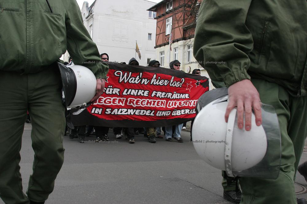 Rund 400 Menschen demonstrierten in Salzwedel gegen eine Dominaz von Rechtsextremen in der Altmark-Stadt. About 400 people hold a protest rally against a domination of right wing extremists in the public of the province town.