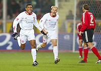 Fussball / 1. Bundesliga Saison 2002/2003   17. Spieltag Bayer 04 Leverkusen - 1. FC Nuernberg 0:2   Jubel: Torschuetze Junior (li) und David Jarolim (mi) bejubeln das 0:2. Jan Simak (re, Leverkusen) ist enttaeuscht und wendet sich ab.