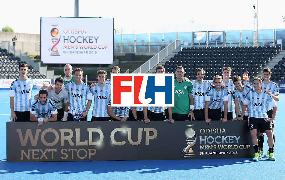 LONDON, ENGLAND - JUNE 25:  Argentina players pose with their runners up trophy after the final match between Argentina and the Netherlands on day nine of the Hero Hockey World League Semi-Final at Lee Valley Hockey and Tennis Centre on June 25, 2017 in London, England.  (Photo by Steve Bardens/Getty Images)
