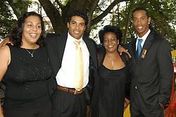 Ronaldinho Gaúcho com a mãe, Dna Miguelina, o irmão Roberto Assis e a irmã Dayse em uma cerimônia no Palácio Piratini, em Porto Alegre. FOTO: Jefferson Bernardes/Preview.com