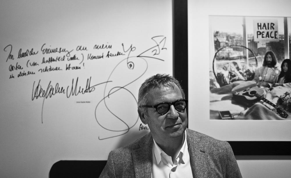Dominique Bluzet, directeur des Theatres du Gymnase, du Jeu de Paume et du Grand Theatre de Provence,  pour M le magazine du Monde