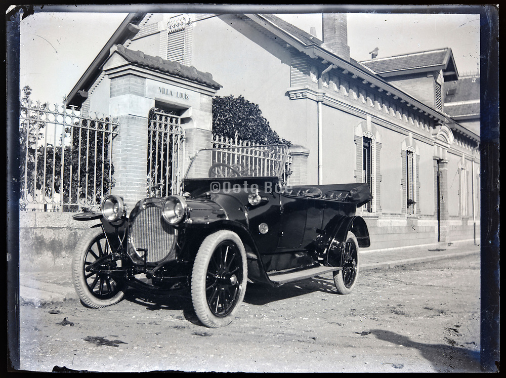 parked automobile France circa 1920s