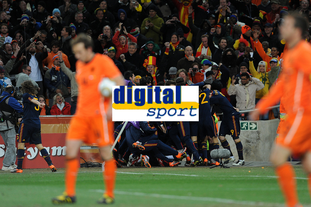 FOOTBALL - FIFA WORLD CUP 2010 - FINAL - NETHERLANDS v SPAIN - 11/07/2010 - PHOTO FRANCK FAUGERE / DPPI - JOY SPAIN AFTER THE ANDRES INIESTA'S GOAL