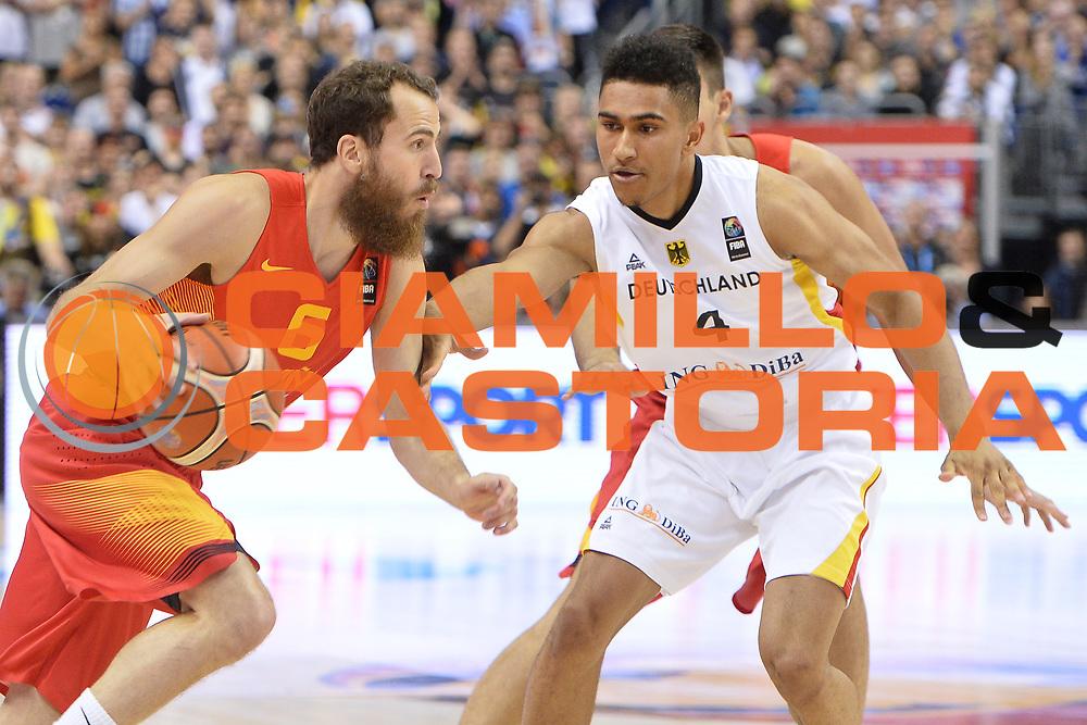 DESCRIZIONE : Berlino Berlin Eurobasket 2015 Group B Germany Spain<br /> GIOCATORE :  Sergio Rodriguez<br /> CATEGORIA :Palleggio difesa<br /> SQUADRA :Spain<br /> EVENTO : Eurobasket 2015 Group B <br /> GARA : Germany Spain<br /> DATA : 10/09/2015 <br /> SPORT : Pallacanestro <br /> AUTORE : Agenzia Ciamillo-Castoria/I.Mancini <br /> Galleria : Eurobasket 2015 <br /> Fotonotizia : Berlino Berlin Eurobasket 2015 Group B Germany Spain