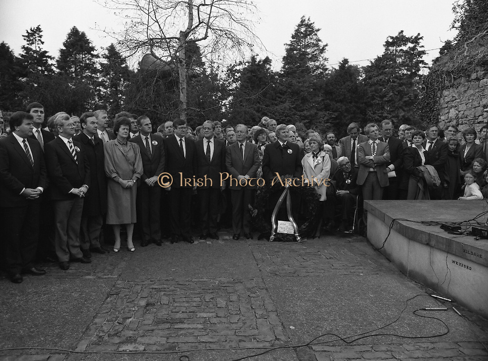 Annual Wolfe Tone Commemoration.  (R65)..1987..11.10.1987..10.11.1987..11th October 1987..The annual Fianna Fáil Wolfe Tone commemoration was held at Bodenstown today, the keynote oration was given by An Taoiseach, Charles Haughey TD...The audience led by the Fianna Fáil parliamentary party listen to the opening speech at the Wolfe Tone Commemoration.
