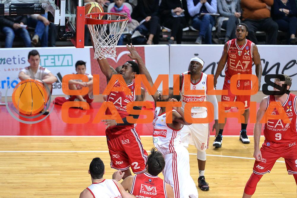 DESCRIZIONE : Varese Lega A 2014-15 Openjobmetis Varese vs Acqua EA7 Emporio Armai Milano<br /> GIOCATORE :  MarShon Brooks<br /> CATEGORIA : Tiro<br /> SQUADRA : EA7 Emporio Armani Milano<br /> EVENTO : Campionato Lega A 2014-2015<br /> GARA : Openjobmetis Varese vs EA7 Emporio Armani Milano<br /> DATA : 23/11/2014<br /> SPORT : Pallacanestro <br /> AUTORE : Agenzia Ciamillo-Castoria/I.Mancini<br /> Galleria : Lega Basket A 2014-2015  <br /> Fotonotizia : Varese Lega A 2014-2015 Pallacanestro Openjobmetis Varese vs EA7 Emporio Armani Milano<br /> Predefinita :