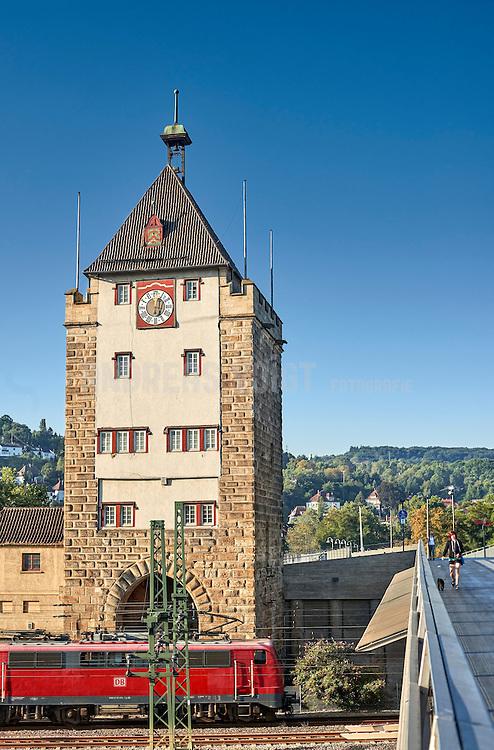Die alte Pliensaubrücke in Esslingen am Neckar wurde zwischen 1213 und 1286 erbaut und hatte einst drei Türme. Heute ist von der Äußeren Brücke noch ein Turm erhalten.
