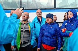 05-07-2014 NED: Iceland Diabetes Challenge dag 1, Landmannalaugar <br /> Vandaag ging de challenge van start. Met een bus gingen we van Vogar naar Landmannalaugar en zagen we de eerste tekenen van het prachtige landschap van IJsland / Abderrahman, Andre, Sabine, Debbie