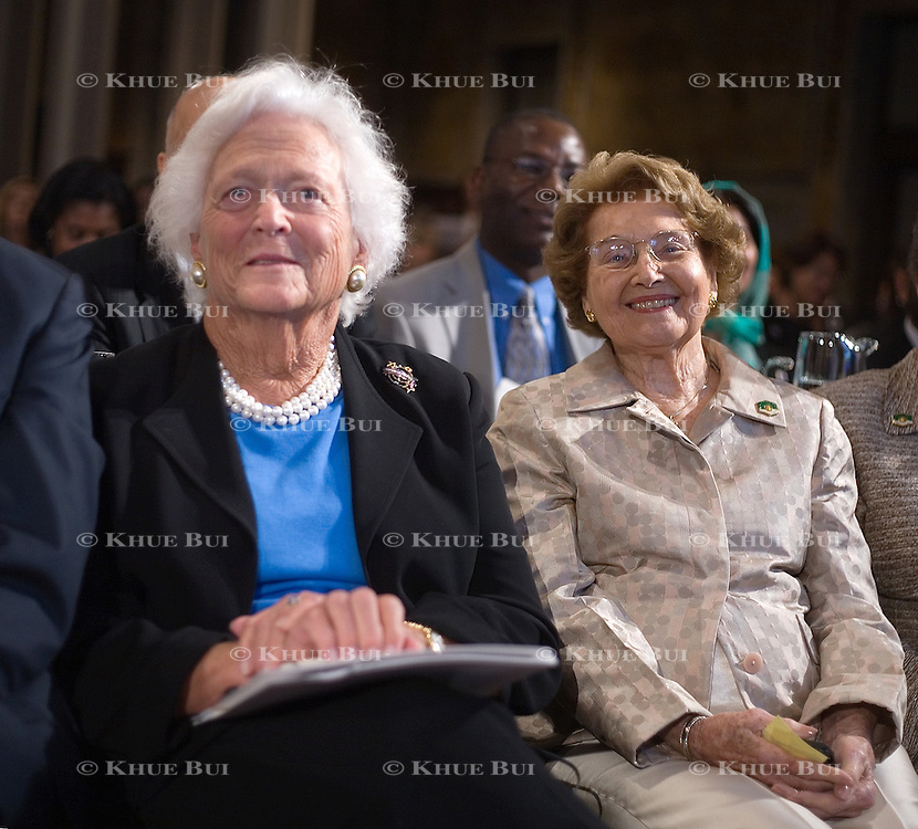 Former First Lady Barbara Bush, left, and Jenna Welch, mother of First Lady Laura Bush, Monday, September 18, 2006...Photo by Khue Bui