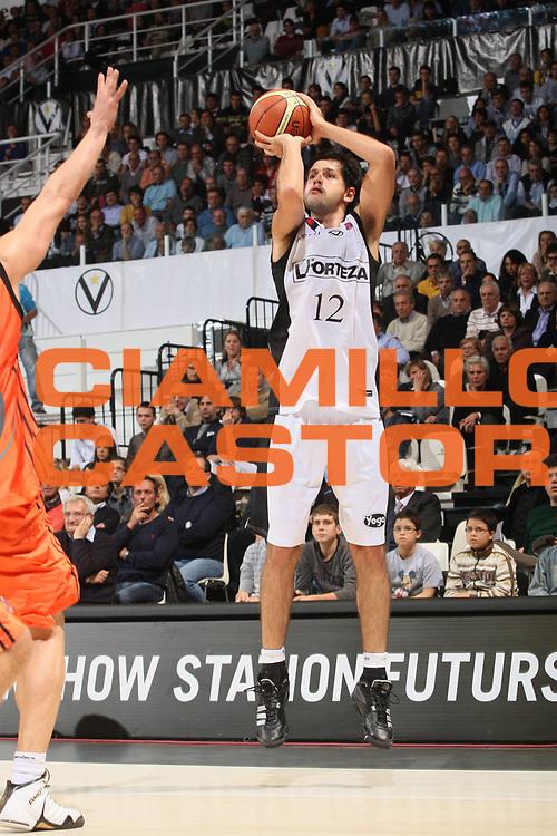 DESCRIZIONE : Bologna Lega A1 2008-09 La Fortezza Virtus Bologna Snaidero Udine<br /> GIOCATORE : Guilherme Giovannoni<br /> SQUADRA : La Fortezza Virtus Bologna<br /> EVENTO : Campionato Lega A1 2008-2009<br /> GARA : La Fortezza Virtus Bologna Snaidero Udine<br /> DATA : 26/10/2008<br /> CATEGORIA : Tiro<br /> SPORT : Pallacanestro<br /> AUTORE : Agenzia Ciamillo-Castoria/G.Ciamillo