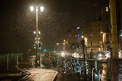 © Licensed to London News Pictures. 12/01/2017. Brighton, UK. Snow is hitting large parts of Brighton and Hove as temperatures drop sharply to near freezing conditions. Photo credit: Hugo Michiels/LNP