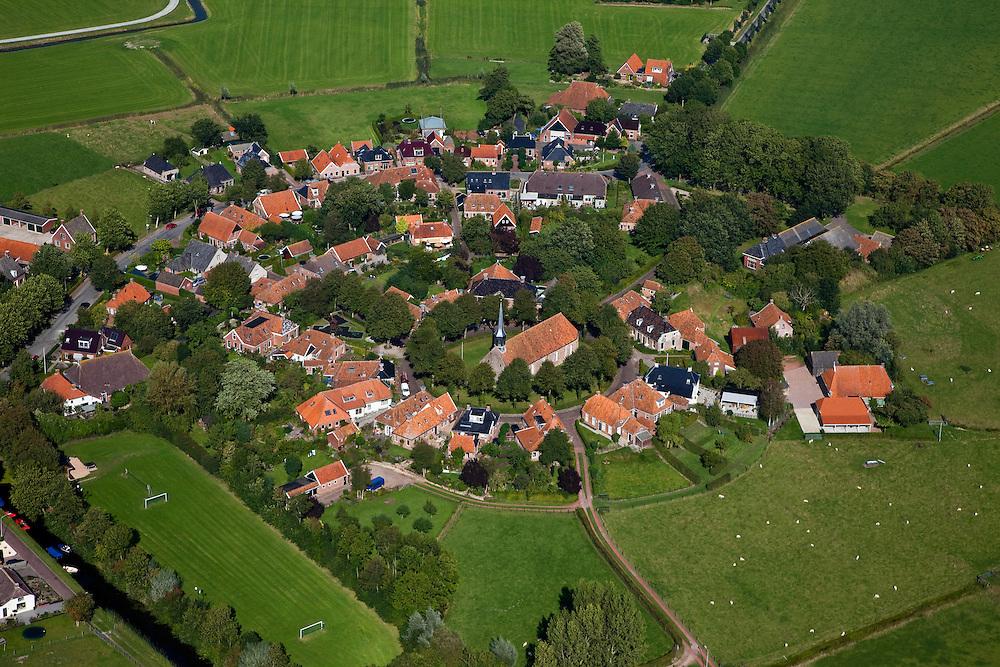 Nederland, Groningen, Gemeente Zuidhoorn, 08-09-2009; Niehove, wierdedorp met beschermd dorpsgezicht, op de wierde (terp) staat de kerk uit de 13e eeuw.Niehove, terp village - heritage village, on the terp (mound) the church from the 13th century.luchtfoto (toeslag); aerial photo (additional fee required); .foto Siebe Swart / photo Siebe Swart