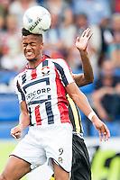 TILBURG - Willem II - Vitesse , Voetbal , Seizoen 2015/2016 , Eredivisie , Koning Willem II Stadion , 09-08-2015 , Willem II speler Richairo Zivkovic in kopduel met Vitesse speler
