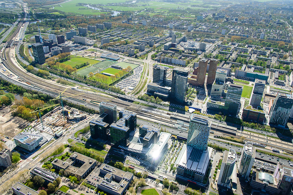 Nederland, Noord-Holland, Amsterdam, 09-04-2014; Overzicht Zuid-as vanuit Amsterdam-Zuid, richting Buitenveldert met Ring A10 en Station Zuid-WTC.<br /> Zuid-as, South axis, Amsterdam equivalent of 'the City', financial district. <br /> luchtfoto (toeslag op standard tarieven);<br /> aerial photo (additional fee required);<br /> copyright foto/photo Siebe Swart