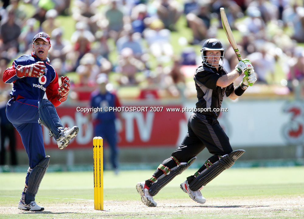 NZ batsman Lou Vincent hits out during the one day international cricket match between New Zealand and England at the WACA ground in Perth on Tuesday 30 January, 2007. New Zealand won by 58 runs. Photo: Andrew Cornaga/PHOTOSPORT<br />