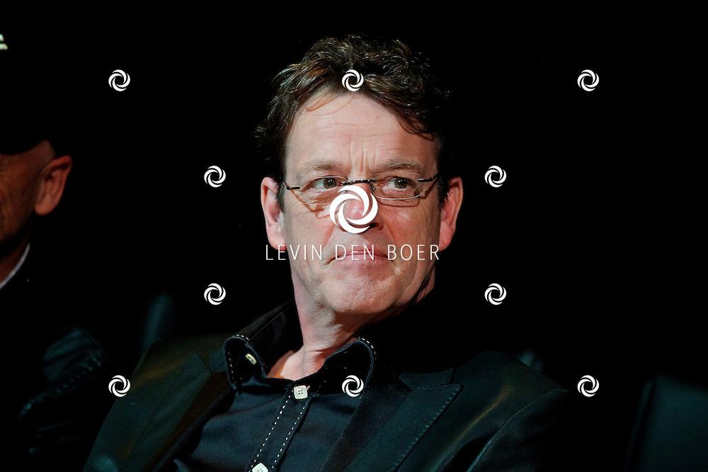 AMSTERDAM - In het DeLaMar Theater gaf Joop van den Ende Theaterproducties een kleine sneakpeak naar de nieuwe Nederlandse Musical, Hij Gelooft In Mij.  Met op de foto scriptschrijver Kees Prins. FOTO LEVIN DEN BOER - PERSFOTO.NU
