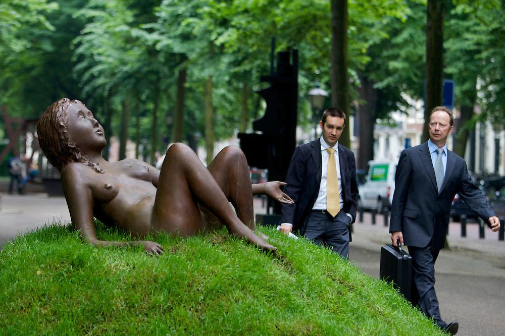 Foto: Gerrit de Heus. Den Haag. 06/06/08. Het Lange Voorhout. Den Haag Sculptuur. Werk van Kiki Smith.
