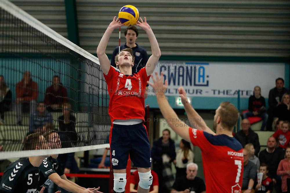 20181124 NED: Volleyball Top League ZVH - VCV: Zevenhuizen<br />Timothy Scheffers (4) of CAS CRM ZVH<br />©2018-FotoHoogendoorn.nl / Pim Waslander